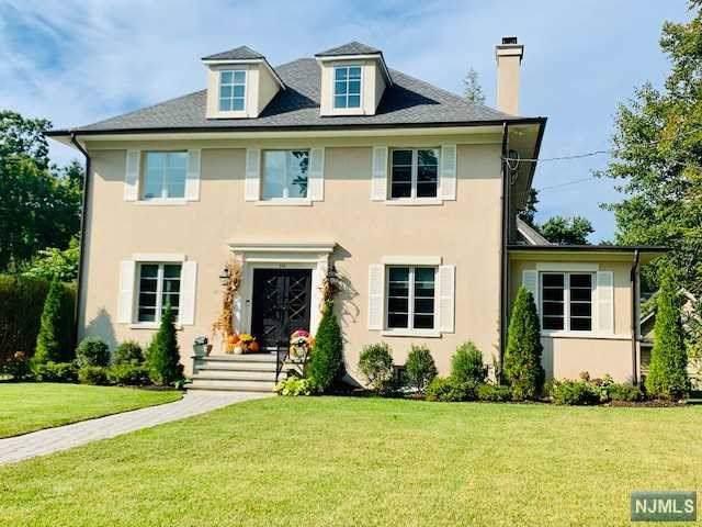 296 Woodside Avenue, Ridgewood, NJ 07450 (MLS #1946036) :: The Dekanski Home Selling Team