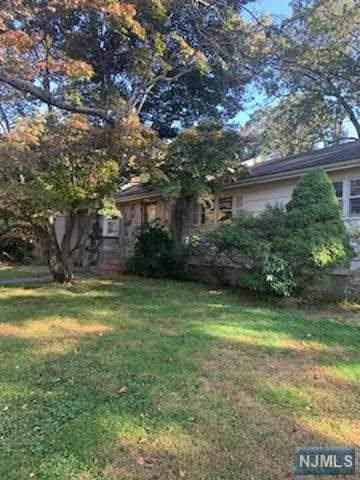 22 W Church Road, Saddle River, NJ 07458 (MLS #1947336) :: The Dekanski Home Selling Team