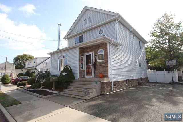 26 William Place, Totowa, NJ 07512 (MLS #1947727) :: The Dekanski Home Selling Team
