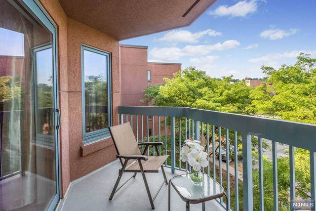 506 Stockton Court, Edgewater, NJ 07020 (MLS #1951613) :: Team Francesco/Christie's International Real Estate