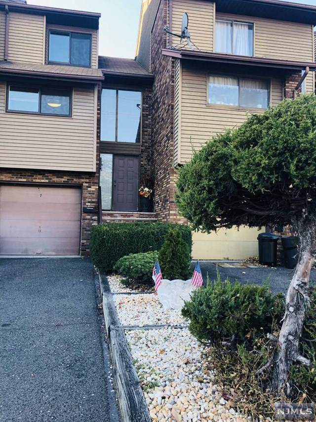 7 Ross Road, Wallington, NJ 07057 (MLS #1951891) :: Team Francesco/Christie's International Real Estate