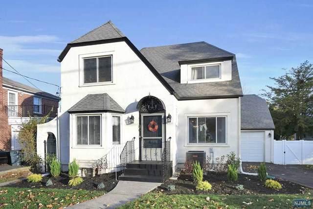 861 Queen Anne Road, Teaneck, NJ 07666 (MLS #1952091) :: The Sikora Group