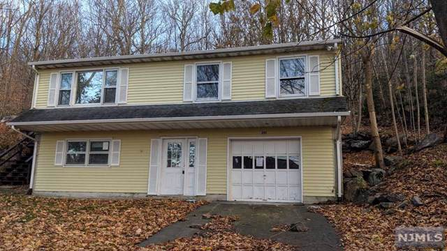 290 Lake Shore Drive, West Milford, NJ 07421 (MLS #1952383) :: The Dekanski Home Selling Team
