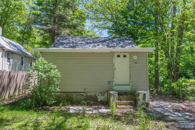 10 Yorktown Road, West Milford, NJ 07421 (MLS #1952447) :: The Dekanski Home Selling Team