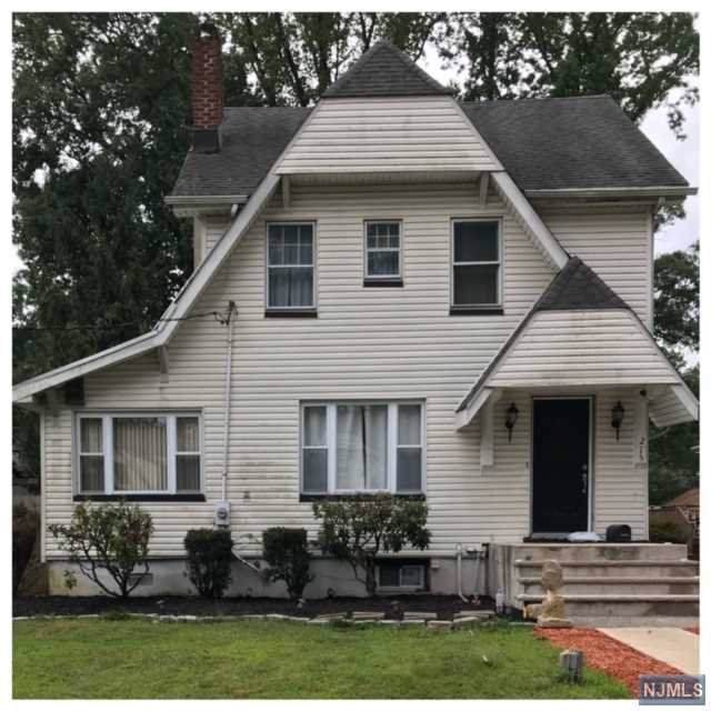 215 Poplar Avenue, Hackensack, NJ 07601 (MLS #1954776) :: Team Braconi | Prominent Properties Sotheby's International Realty