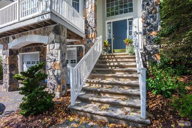 19 Waters Edge, Oakland, NJ 07436 (MLS #20002557) :: Team Francesco/Christie's International Real Estate
