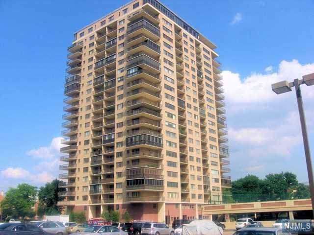 1203 River Road 18C, Edgewater, NJ 07020 (MLS #20002690) :: Team Francesco/Christie's International Real Estate