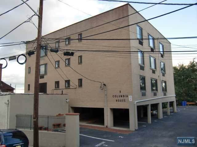 9 Columbia Terrace 3B, Edgewater, NJ 07020 (MLS #20002967) :: The Sikora Group