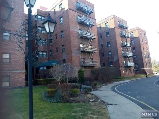 2329 Hudson Terrace - Photo 1
