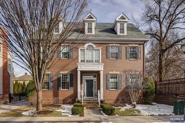 33 Carillon Circle, Livingston, NJ 07039 (MLS #20006967) :: The Dekanski Home Selling Team