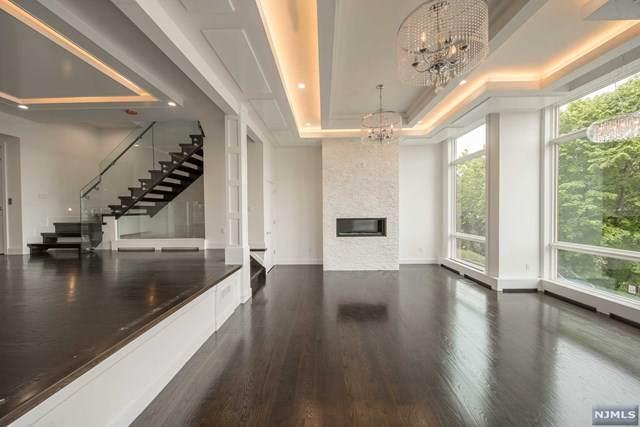 16 Oakdene Terrace A, Edgewater, NJ 07020 (MLS #20007571) :: Team Francesco/Christie's International Real Estate