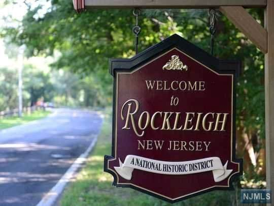 32 Rockleigh Road, Rockleigh, NJ 07647 (MLS #20012009) :: William Raveis Baer & McIntosh