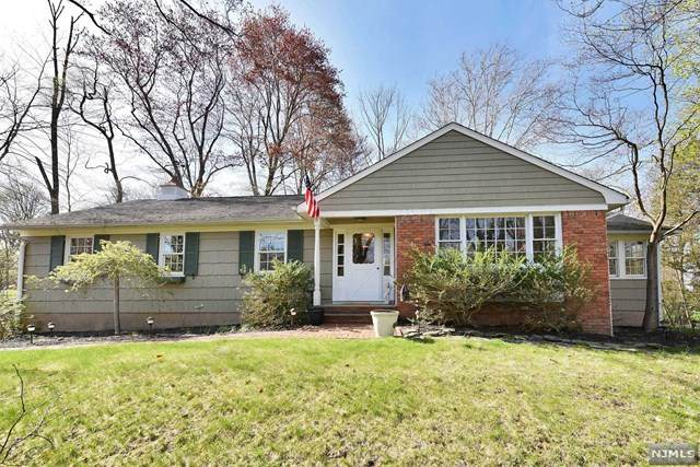 33 Pleasant Avenue, Upper Saddle River, NJ 07458 (MLS #20012311) :: The Dekanski Home Selling Team