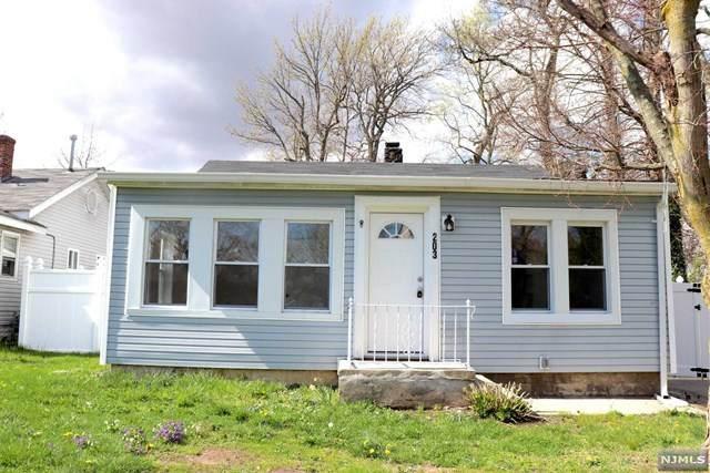 203 Birchwood Drive, Old Bridge, NJ 08857 (MLS #20013470) :: The Sikora Group