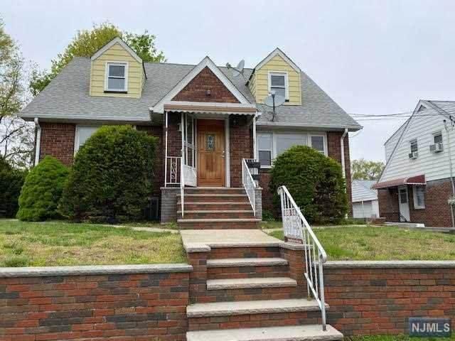 17 Stone Avenue, Elmwood Park, NJ 07407 (MLS #20016106) :: The Sikora Group