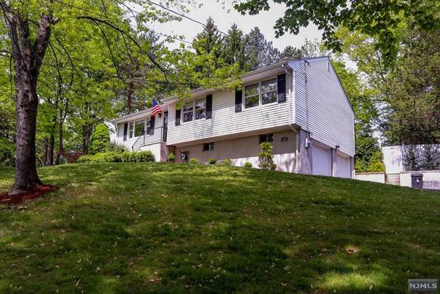 1A Country Lane, Hillsdale, NJ 07642 (MLS #20017580) :: The Sikora Group