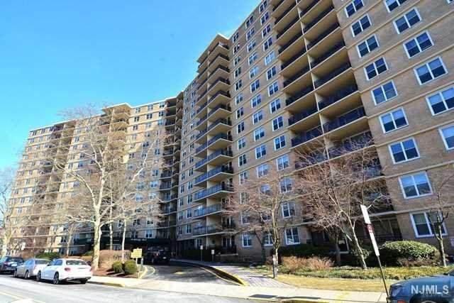2200 N Central Road 6H, Fort Lee, NJ 07024 (#20018345) :: NJJoe Group at Keller Williams Park Views Realty
