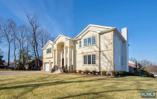 223 Hillcrest Drive, Paramus, NJ 07652 (#20018403) :: NJJoe Group at Keller Williams Park Views Realty