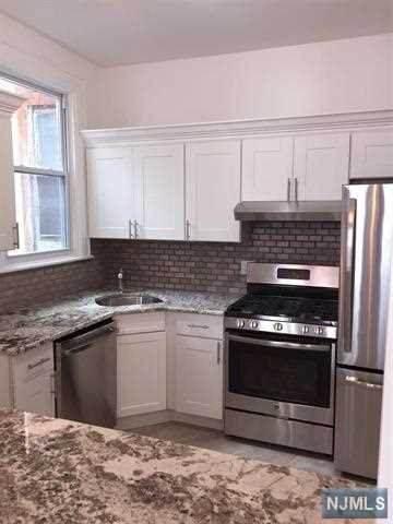 27 Thorne Street #5, Jersey City, NJ 07307 (MLS #20019910) :: The Sikora Group