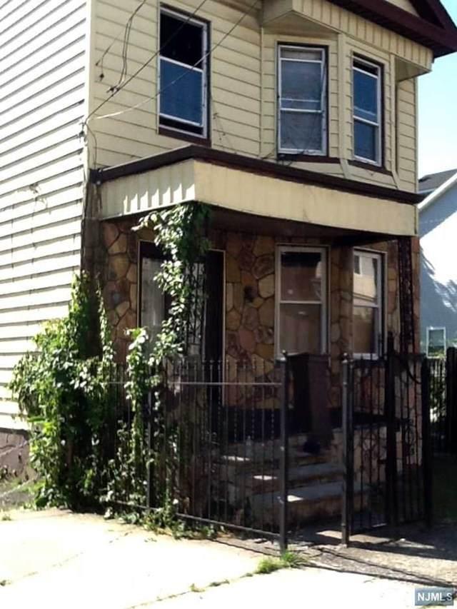 304 Ellis Avenue - Photo 1