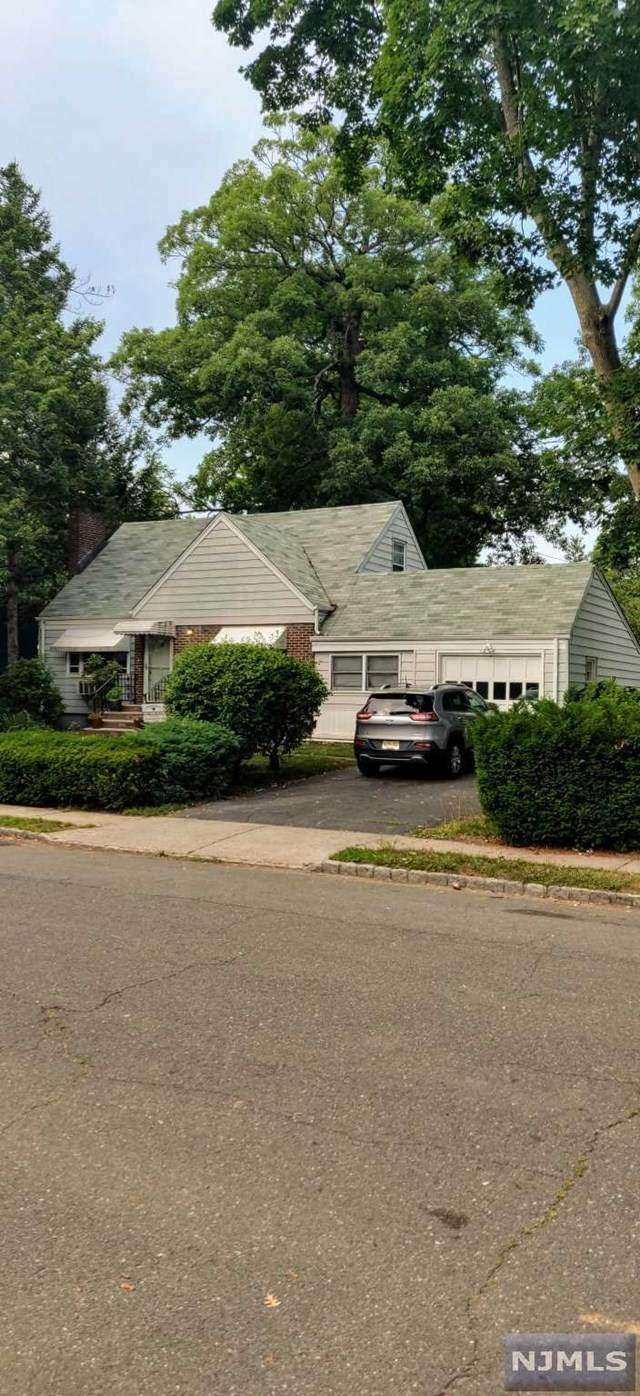 305 Howland Avenue - Photo 1