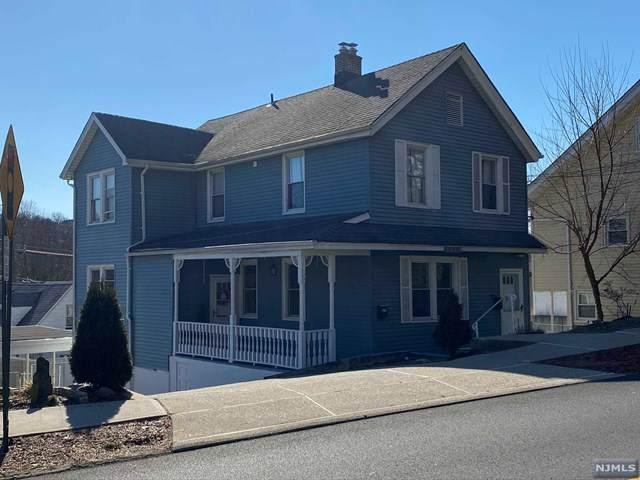818 Edgewater Avenue, Ridgefield, NJ 07657 (MLS #20029635) :: The Lane Team