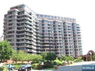 100 Carlyle Drive 1J-S, Cliffside Park, NJ 07010 (MLS #20032158) :: William Raveis Baer & McIntosh