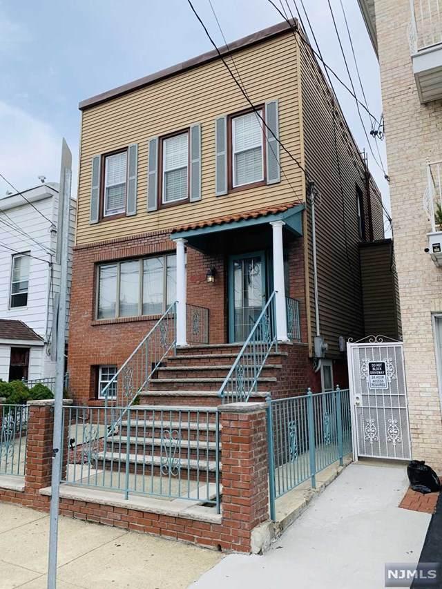 118 Bleecker Street - Photo 1