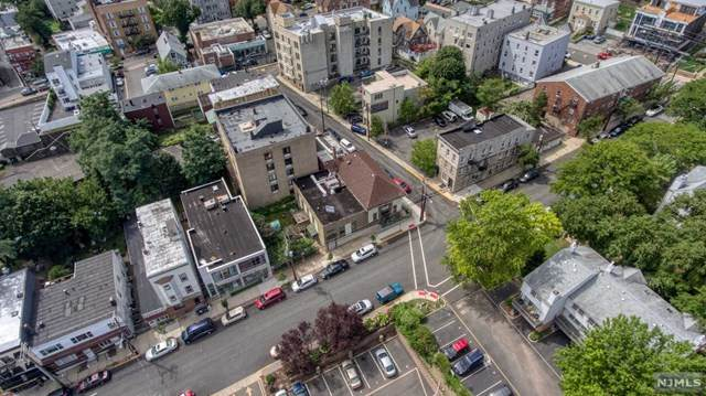 4-8 Columbia Terrace - Photo 1
