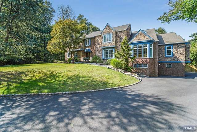11 Crestview Court, Roseland, NJ 07068 (MLS #20039802) :: Team Francesco/Christie's International Real Estate