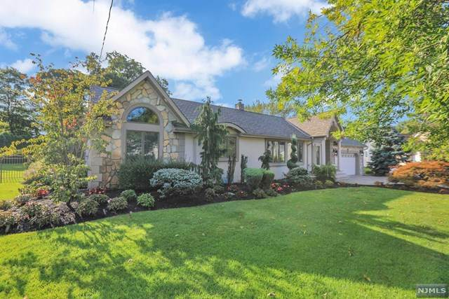 656 Beverwyck Place, Paramus, NJ 07652 (MLS #20039975) :: Team Francesco/Christie's International Real Estate