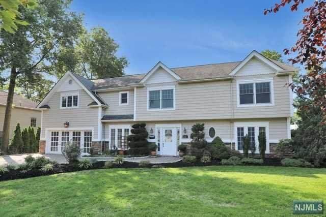 172 Clayton Terrace, Paramus, NJ 07652 (MLS #20040012) :: Team Francesco/Christie's International Real Estate