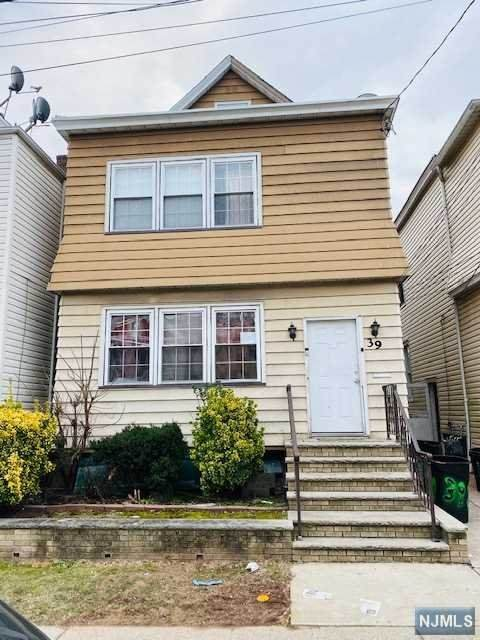 Clifton, NJ 07011 :: NJJoe Group at Keller Williams Park Views Realty