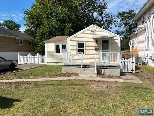 630 Harvard Street, New Milford, NJ 07646 (MLS #20042335) :: The Dekanski Home Selling Team