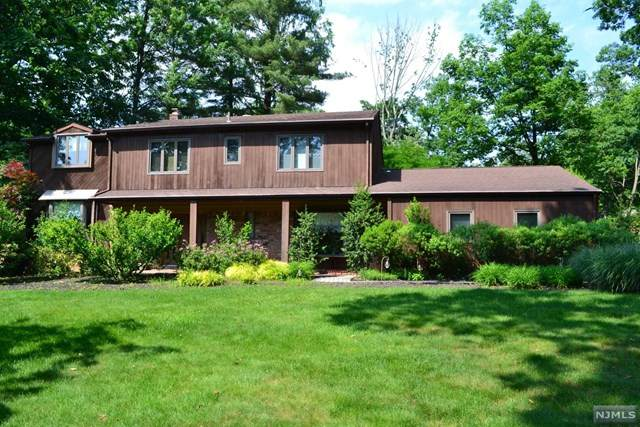 21 Westminster Drive, Montville Township, NJ 07045 (MLS #20044490) :: Provident Legacy Real Estate Services, LLC
