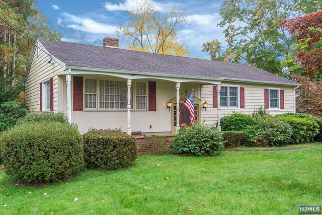828 Mountain Avenue, Wyckoff, NJ 07481 (MLS #20044585) :: The Dekanski Home Selling Team