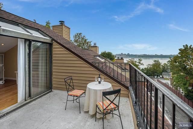 23 Yorkview Drive, Edgewater, NJ 07020 (MLS #20044943) :: Kiliszek Real Estate Experts