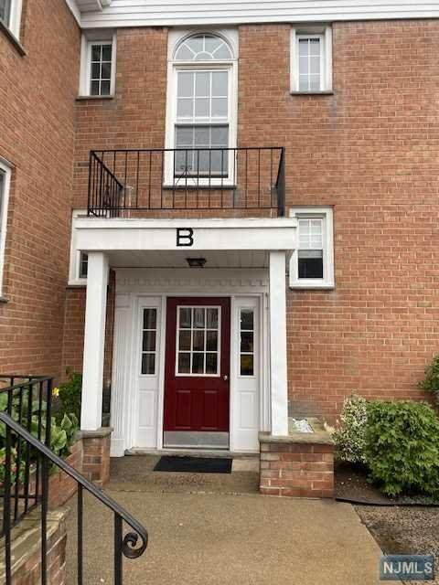565 Grove Street B11, Clifton, NJ 07013 (MLS #20045460) :: Kiliszek Real Estate Experts