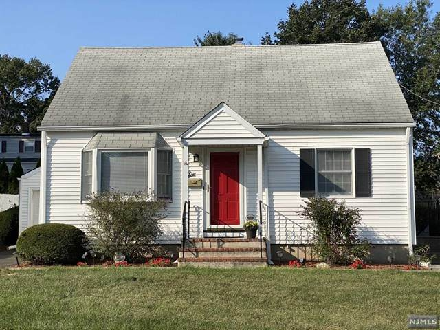 6 Winding Way, Clifton, NJ 07012 (MLS #20045590) :: Kiliszek Real Estate Experts