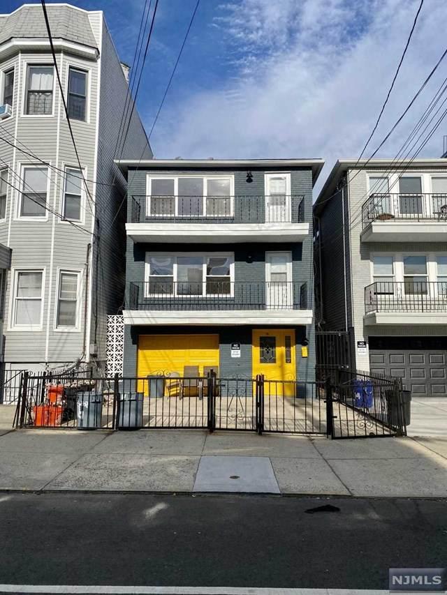 16 Poplar Street #2, Jersey City, NJ 07307 (MLS #20049167) :: The Sikora Group