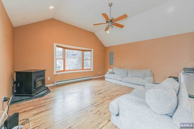 47 Norwood Terrace, Totowa, NJ 07512 (MLS #21002167) :: William Raveis Baer & McIntosh