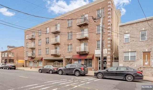 411 Chestnut Street - Photo 1