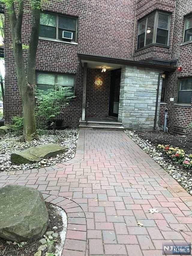 420 Park Place - Photo 1