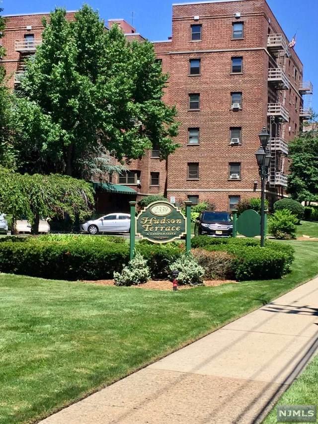2339 Hudson Terrace - Photo 1