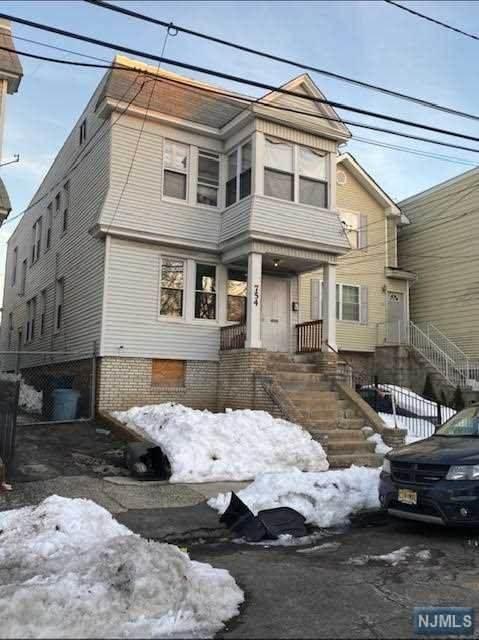 754 20th Street - Photo 1