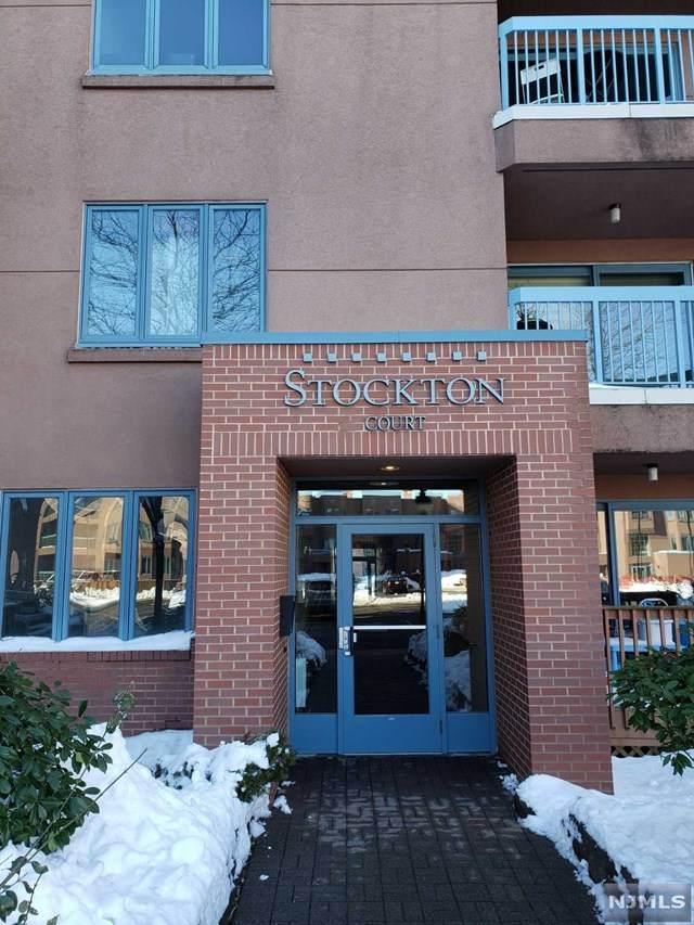 305 Stockton Court - Photo 1