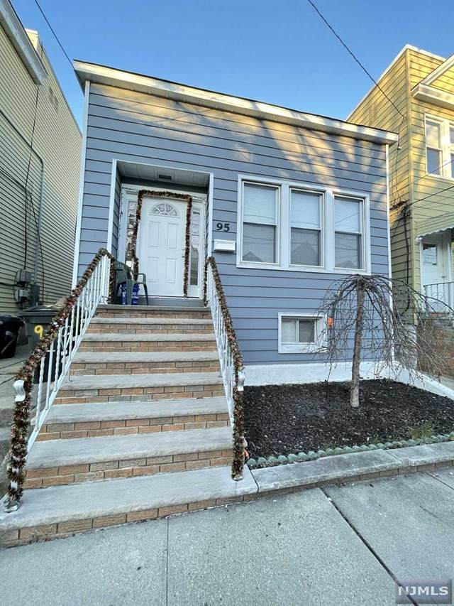 95 W 43rd Street, Bayonne, NJ 07002 (MLS #21006501) :: William Raveis Baer & McIntosh