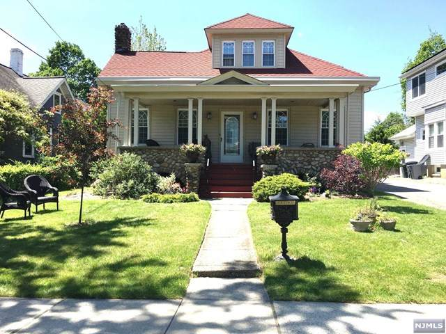 39 Central Avenue, Hillsdale, NJ 07642 (MLS #21006932) :: The Sikora Group