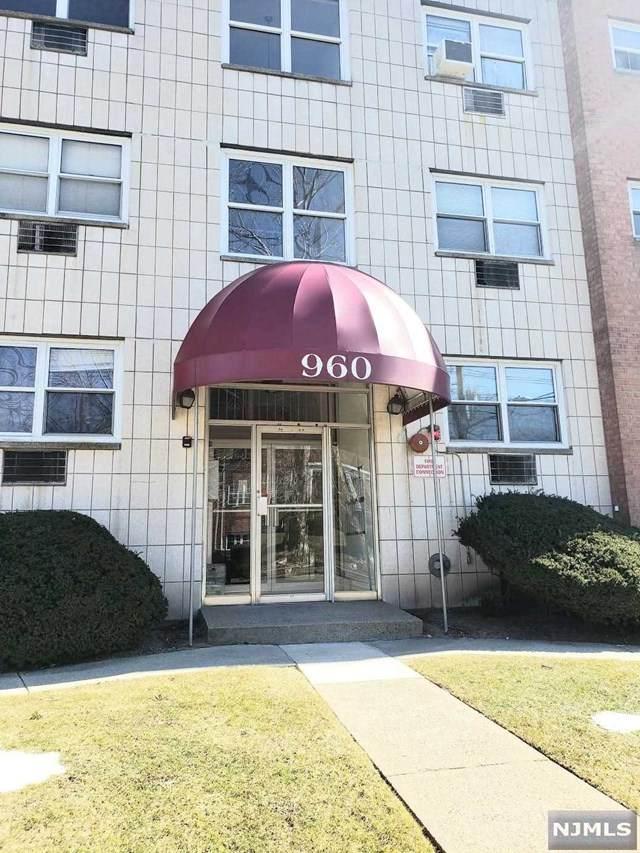 960 Main Street #19, Hackensack, NJ 07601 (MLS #21007059) :: The Sikora Group