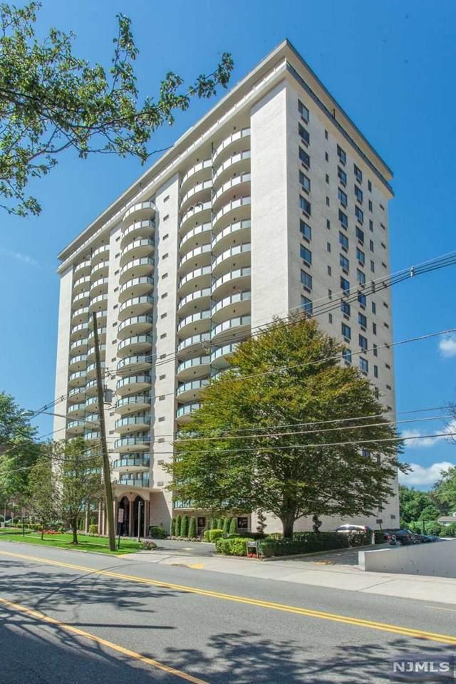 125 Prospect Avenue 3H, Hackensack, NJ 07601 (MLS #21007363) :: The Sikora Group
